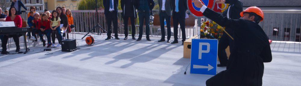 Intervention Suite à un problème de vol de leur tenue, les compères de la Cie du Petit Grimoire changent de vêtements et réalisent leurs spectacles avec des objets de tous les jours. Procédez à un rapide voyage temporel versciedupetitgrimoire.ch