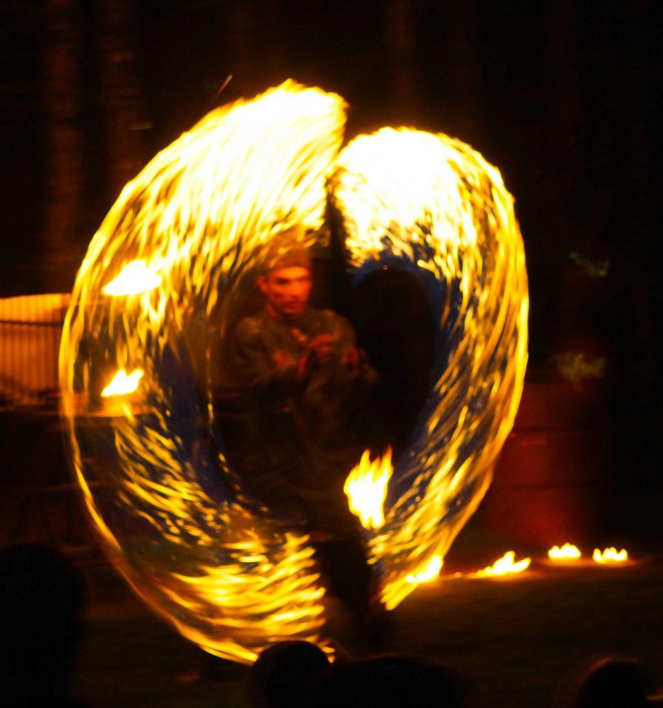 Maître Albertius Maître du feu ! Spectacle de feu.