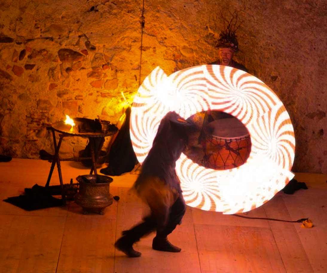 Illuceo est un spectacle ... une expérience au Moyen-Âge, une ouverture sur le monde féerique